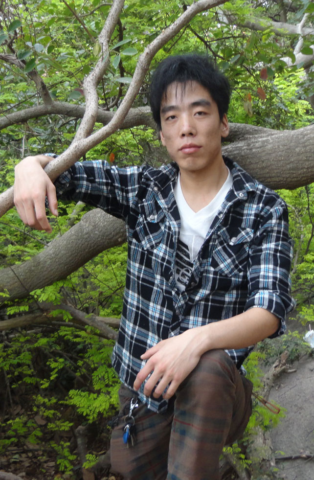 浙江杭州西湖小杰躺树上