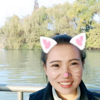 浙江杭州临安走在路上的鱼