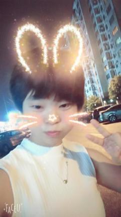 冻的发抖的小孩图片可爱